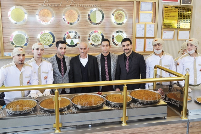 Öz ikizler makes the baklava cıty love kunafa